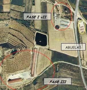 Fase I y II: 600 madres y 1.200 plazas de lechones (15 kg peso)  Fase III: 5.000 plazas de engorde a unos 800m de distancia.