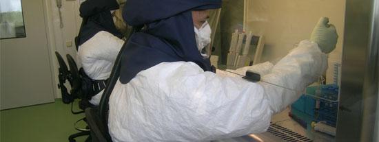 Laboratorio de alta seguridad biológica en el Centre de Recerca en Sanitat Animal (CReSA).
