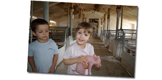 Esther Gracia ha ganado el favor del público expresado mediante sus votos en facebook y en la web a su simpática foto titulada Nueva generación de ganaderos