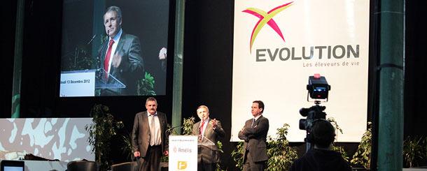Los Presidentes D. Jacques COQUELIN, Presidente de Amélis, D. Vincent RETIF, Presidente de Génoé y D. Jean-Pierre MOUROCQ, Presidente de Urcéo anunciaron el nombre de su nueva unión de cooperativas multiespecies: Evolution