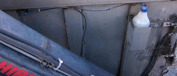 Evitar la captura de moscas por los transportes de cadáveres es difícil, por no decir imposible, pero el uso de insecticidas en el interior del contenedor una vez que éste está cerrado las eliminaría
