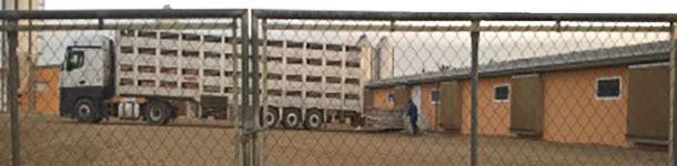 Hay que evitar que los camiones entren en la granja