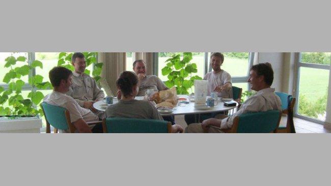 Reunión diaria a la hora del almuerzo para hablar de lo que tenemos hoy en la granja
