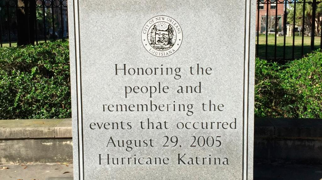 Monumento en honor a las víctimas del Huracán Katr 1