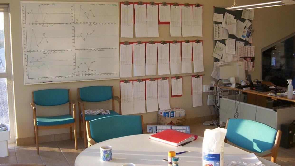 Sala de reuniones y zona de control de datos 1