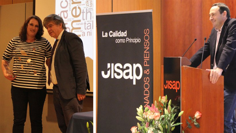 Foto premiados recogiendo el galardón y Alfonso Jiménez, CEO de Jisap