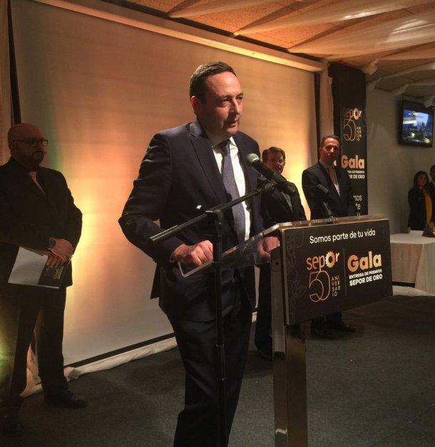 Alfonso Jiménez, CEO de Jisap, recogiendoel galardónPremio Nacional Sepor de Oro a la Producción Porcina