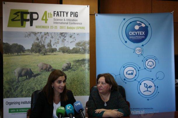 La directora de CICYTEX, Carmen González, y la coordinadora del Congreso, Mercedes Izquierdo.