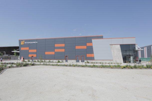 Veterquimica ha inaugurado un moderno laboratorio de producción farmacéutica en Chile.