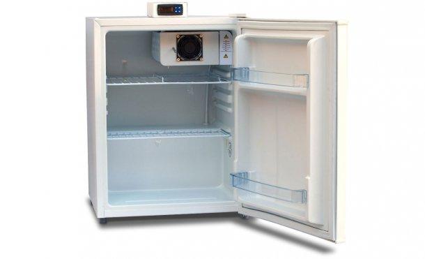 Figura 1: Unidad de almacenamiento con una pantalla de temperatura exterior y estantes abiertos (rejilla) para permitir la circulación de aire.