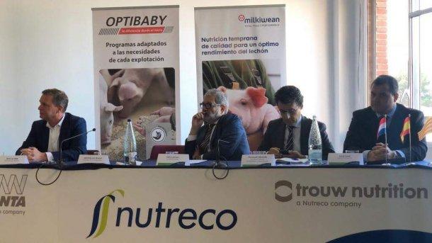 De izq. a dcha: Harm de Willdt (Trow Nutrition), Félix Larrosa (alcalde de Lleida), Fernando Miranda (MAPA), Jordi Usall (director comercial de la nueva fábrica).