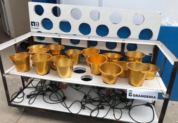 Foto 1: Carro diseñado para el secado y almacenamiento de lámparas de calor de parideras (foto cortesía de Grangenia)