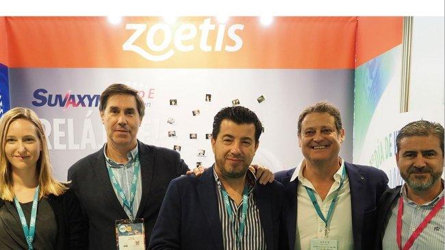 Equipo de Zoetis en el stand de porciFORUM