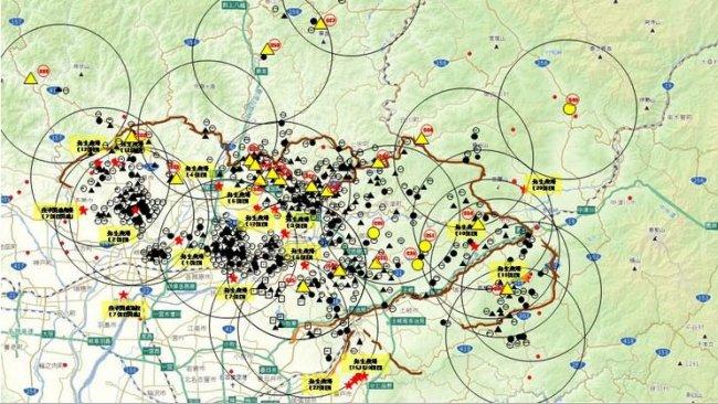 El mapa muestra el total de jabalíes encontrados muertos o capturados positivos para la enfermedad así como las explotaciones porcinas afectadas (subrayadas en amarillo), hasta el 23 de abril de 2019.