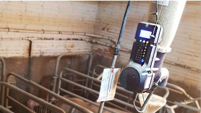 Foto 2. Sistema electrónico de alimentación en seco.