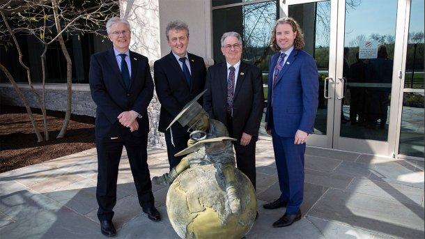 De izquierda a derecha: Dr. Ronan Power, Dr. Richard Murphy, Dr. Karl Dawson y Dr. Mark Lyons. El Dr. Power ha sido nombrado director científico de Alltech tras la jubilación del Dr. Dawson el 28 de junio.