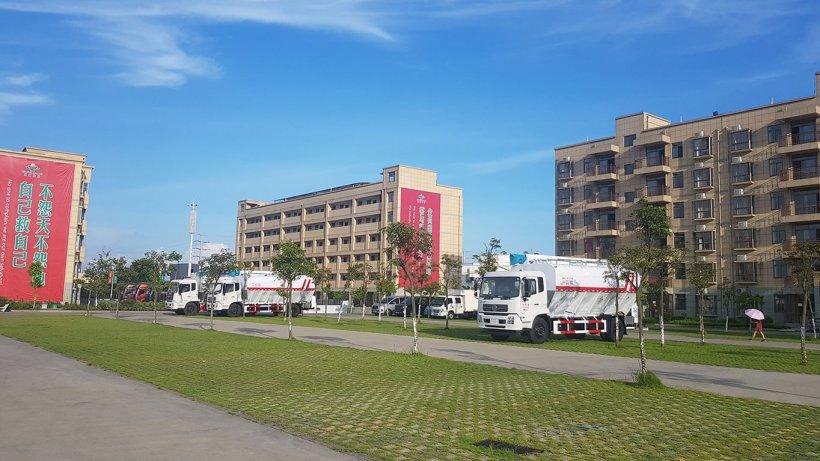 Foto 1: Edificios de apartamentos en la sede central de la empresa