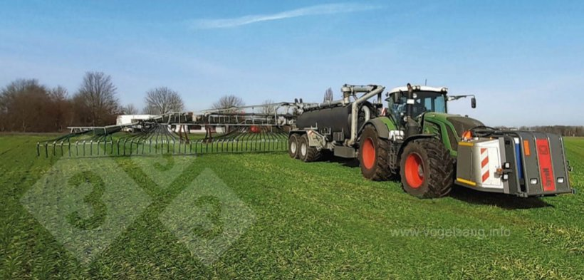 Figura 3. Equipo acoplado al tractor-cuba para acidificación de purines durante la aplicación agrícola. Foto gentileza de www.vogelsang.info.