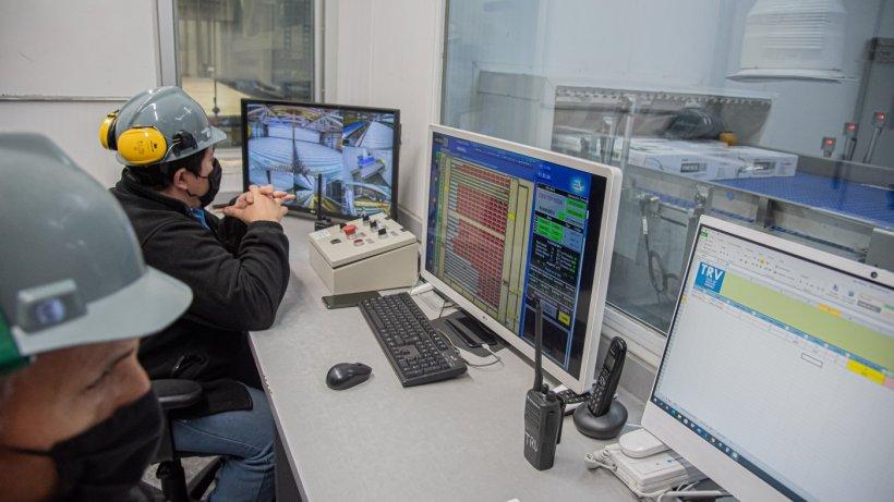 El más moderno sistema de congelado de América Latina, cuenta con equipamiento robotizado de última generación, el que es supervisado y dirigido desde una sala de comando por personal especializado.