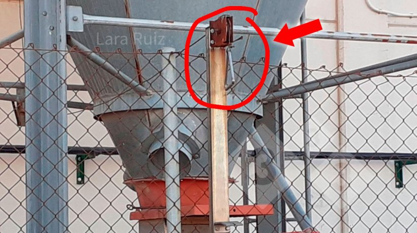 Foto 2. El vallado de bioseguridad debe permitir abrir y cerrar los piensos desde el exterior. Foto cedida por Lara Ruiz.