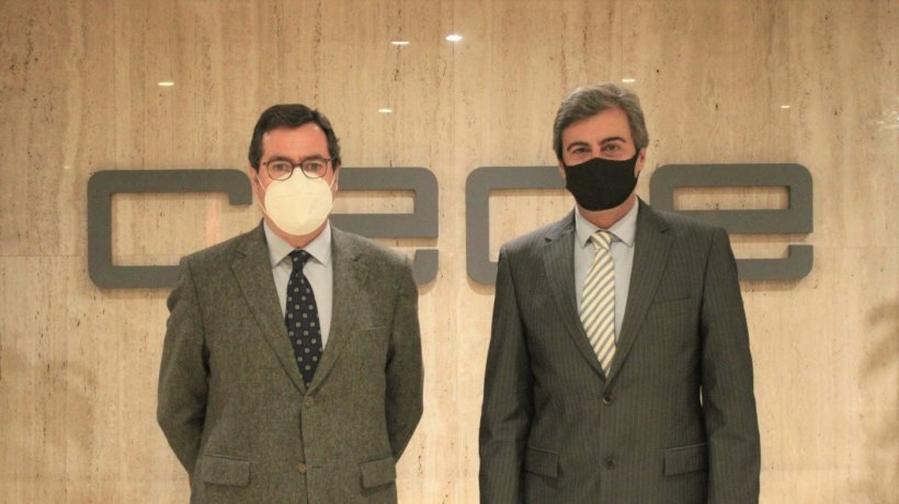 El presidente de los empresarios, Antonio Garamendi, y el director general de Zoetis, Félix Hernáez, se han reunido hoy.
